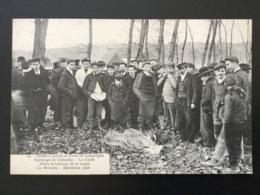 CPA Chasse à Courre En Forêt De Compiègne Numéro 24 La Curée Avant Le Balancer De La Nappe - Chasse