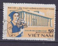 Vietnam 1983 Mi. 1387    50 Xu Kongress Der Vietnamesischen Gewerkschaft Arbeiterin Vor Fabrik - Vietnam
