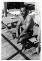Photos Originale Gay & Playboy Bedonnant Sur Un Banc Vers 1960/70 - Anonyme Personen