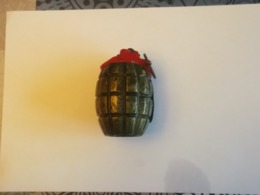 Grenade Mills - Decotatieve Wapens
