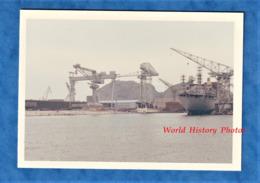 Photo Ancienne Snapshot - Port De LA CIOTAT - Vers 1970 - Chantier Naval - Bateau Grue Paquebot - Bateaux