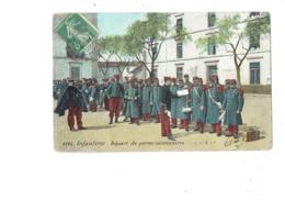 Cpa Militaria - Infanterie - Départ De Permissionnaires - Soldats Valise - Inscription Murale Hondschoote - Personnages