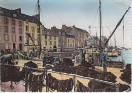 CPSM Douarnenez - Le Grand Port (jolie Animation Avec Chalutier) - Douarnenez