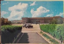 Ulan Bator - The Government Palace - Volga GAZ 21 - Mongolia