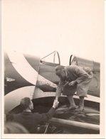 Aviation - Aviateur Walther Mittelholzer Salue A. Kammacher, Lausanne-Blécherette - Aviación