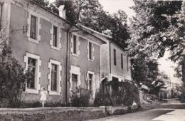 CPSM  : Saint Martin De Boubaux  (48) L'école Et La Mairie Magasin Coopérateurs Ed PCPA  1963 Cachet - Frankrijk