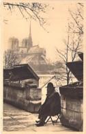 75 - PARIS ( Petits Métiers ) L'Ancêtre Des BOUQUINISTES  / The Oldest Book-Dealer - CPA - Seine - Petits Métiers à Paris