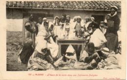 ALGERIE - ALGER - 137 - L'heure De La Visite Dans Une Infirmerie Indigène - Phot. LEROUX ALGER - - Algiers