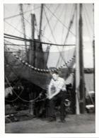 Photo Originale Pour Joli Flou Au Pied D'un Bateau De Pêche Et Filets à Quai Vers 1950/60 - Bateaux
