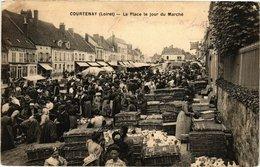 CPA COURTENAY - La Place Le Jour Du Marché (213034) - Courtenay