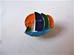 PINS BATEAUX VOILIERS LES 3 CAPS / Signé  PLC  / 33NAT - Barcos