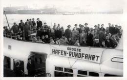 Carte Photo Originale Excursion Maritime Dans Un Port - Grosse Hafen-Rundfahrt - Tour Du Port De Hambourg 1940/50 - Bateaux
