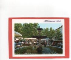 UZES  N° 5269  JOUR DE MARCHE  PLACE AUX HERBES  FONTAINE An: Vers 1980  Etat: Sup  Edit: Méridionales - Uzès