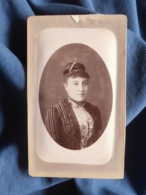 Photo CDV  Leroux Vichy, Cannes, Toulon  Portrait Jeune Femme  Perles Dans Les Cheveux  CA 1880 - L467 - Photos