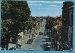 FONTENAY-LE-COMTE - La Rue Georges Clémenceau Et La Rue De La République Simca 1000 Peugeot J7 Renault R8 Autos - Fontenay Le Comte