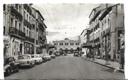 CPSM Dentelée Au PF Et En NB De PERPIGNAN  (66) - Avenue Du Général De Gaulle, Au Fond, La Gare  //  TBE - Perpignan
