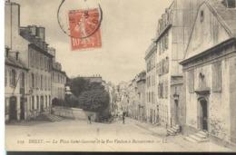 CPA Brest - La Place Saint Sauveur Et La Rue Vauban à Recouvrance - Circulée - Brest