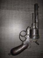 GROS REVOLVER A BROCHE  ET HOLSTER - Decorative Weapons