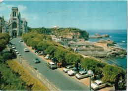 BIARRITZ - L'église Ste Eugénie - Voiture : Citroen DS - 2CV - Renault Dauphine - - Biarritz
