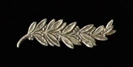Palme Bronze Argenté Pour Croix De Guerre, Fabrication Ancienne, Taille Ordonnance, Deux Pattes Repliables Au Dos - France
