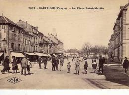 88 - SAINT-DIE - La Place Saint-Martin - - Saint Die