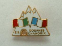 PIN'S E.S DOUANES CHAMONIX - Militaria