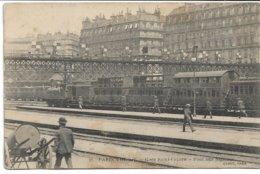 CPA PARIS 8 ème Arrondissement  Gare Saint-Lazare Pont Aux Signaux (train Sur Le Quai ) - Arrondissement: 08