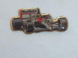 Pin's FORMULE 1 MARLBORO  01 - Automobile - F1
