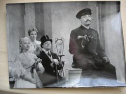 CINEMA 1958 L'école Des Cocottes  Trois Photos Grand Format Dany Robin Fernand Gravey Bernard Blier Odette Laure Brialy - Other Collections