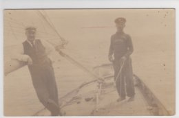 A Identificar  2 Postais   Antigos -marinheiros E Familia - Será  ? - Postales