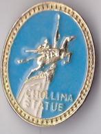 OLD PIN  --   NORTH KOREA  --  CHOLLIMA STATUE - Pin's & Anstecknadeln