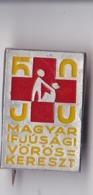 OLD PIN  --   HUNGARY --  YOUTH RED CROSS  --  MAGYAR IFJUSAGI VOROS KERESZT - Ohne Zuordnung