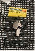 Carte Publicitaire Football -FRANCE 98 - Chemise Arbitre Et Sifflet - Soccer