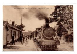 La Pointe De Grave La Gare L Arrivee D Un Train - Autres Communes