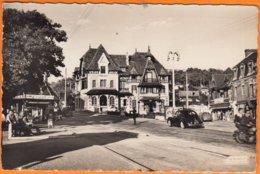 """14 BLONVILLE-SUR-MER Calvados """" La Place-l'hotel De Ville Et La Poste """" CPSM Année 1954  Num 14.079.32  VOITURES - Francia"""