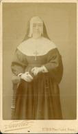 RELIGION  PHOTOGRAPHIE RELIGIEUSE ORDRE SOEUR NONNE CATHOLICISME MISSEL - Photos