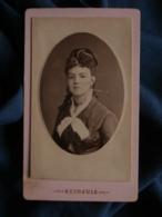 Photo CDV Reynouls à Béziers - Jeune Femme Vers 1880 L467 - Photos