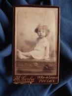 Photo CDV B. Gerby à Toulon - Jeune Enfant Assis Sur Un Bureau Circa 1885-90 L469 - Photos