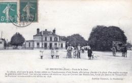 27 - Eure -  LE NEUBOURG - Place De La Gare - Le Neubourg