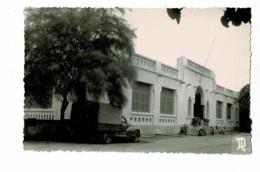 Carte Photo, Cliché André Dugne - Fort-Lamy - Cercle-Mess Des Sous-Officiers (camionnette Peugeot 203 Bachée) 1954 - Chad