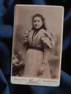 """Photo CDV  Paul à Béziers  Jeune Fille  Robe à Carreaux  Manches """"gigot""""  CA 1890 - L467 - Photos"""