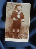 Photo CDV  Sans Mention Photographe  Petit Garçon En Costume Marin  Cheveux Longs  CA 1900 - L467 - Photos