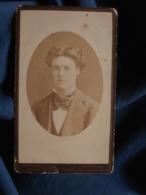 Photo CDV  Romanowski à Montpellier  Portrait Jeune Homme  Opulente Chevelure  Lavalière  CA 1875 - L467 - Photos