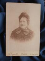Photo Format Cabinet  Capelle à Paris  Portrait Femme Coiffe Et Veste En Astrakan ? Ou Tricotée ? CA 1890 - L467 - Photos