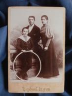 Photo Format Cabinet  Royer à Nimes  Belle Jeune Fille Avec Ses Deux Frères  Cerceau  CA 1890 - L467 - Photos