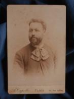 Photo Format Cabinet  Capelle à Paris  Beau Portrait Homme Barbu  Lavalière à Pois  CA 1890 - L467 - Photos