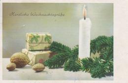 AK Herzliche Weihnachtsgrüße - Kerze Tannenzweige Geschenke Walnüsse - 1952 (44116) - Navidad