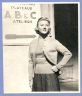 COUPURE De PRESSE 1955 - 19 X 22 Cm - NICOLE COURCEL ACTRICE CINÉMA THÉATRE TÉLÉVISION - Autres Collections