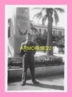 PHOTO  DE SOLDAT Devant Le Monument De La Caserne LEMERCIER  à Alger 1947 - Oorlog, Militair