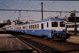 Photo Diapo Diapositive Slide Train Wagon Automotrice Electrique SNCF Z 17103 à Dijon Le 13/02/1998 VOIR ZOOM - Diapositivas
